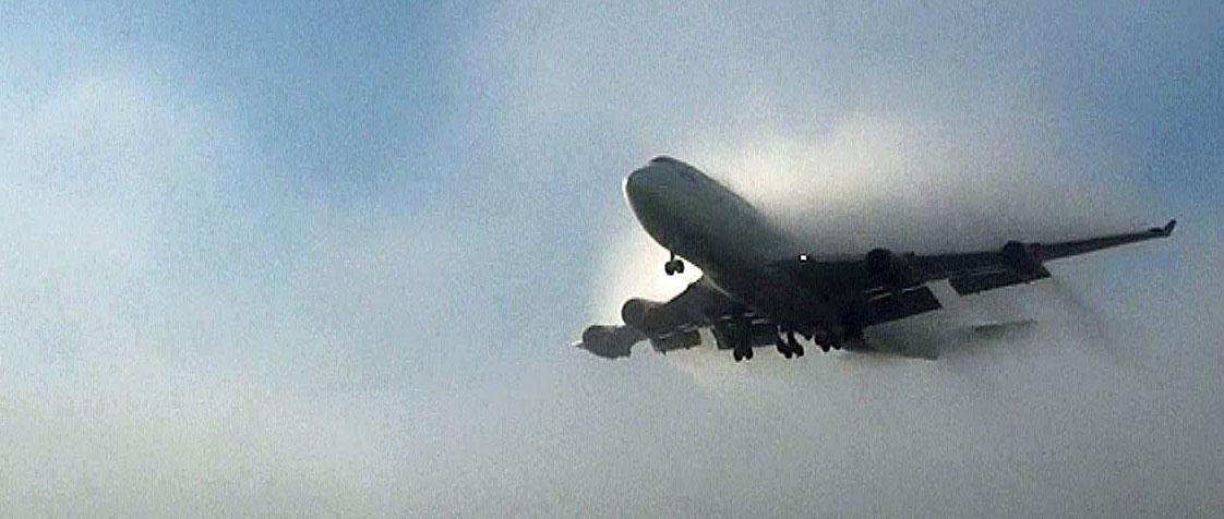 Una nueva capa de invisibilidad para ocultar objetos en ambientes difusos permitiría hacer indetectable un avión entre la niebla