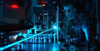 Uso de tecnología láser para producir materiales y superficies que repelan la suciedad