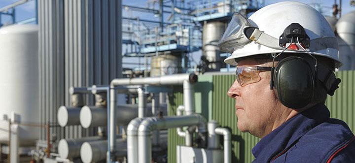 Más de la mitad de los ingenieros técnicos industriales en paro muestra disponibilidad a trabajar en el extranjero
